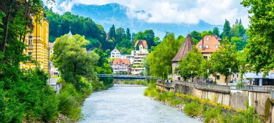 Besuchen Sie die schöne Stadt Feldkirch, die ein schönes Schloss und eine sehr gepflegte Altstadt bietet.