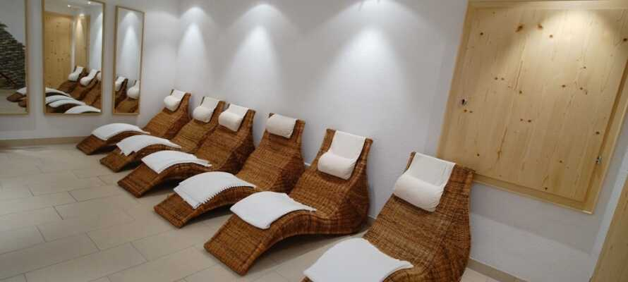 Hotellets nya wellnessområdet har finsk bastu, ångbad, doftbad och en stor sittgrupp med solstolar.