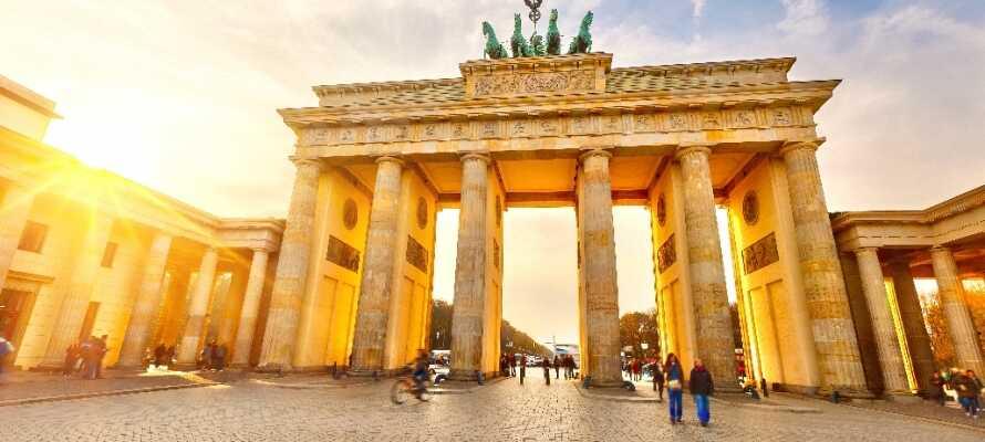Besuchen Sie das Brandenburger Tor, Wahrzeichen Berlins und nationales Symbol.