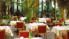Restauranten serverer en vitaminrig morgenbuffet i den hyggelige restaurant