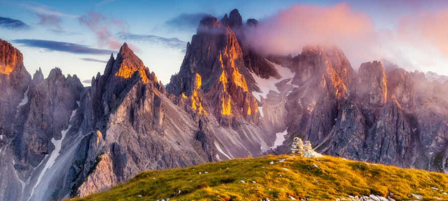 Den pragtfulde beliggenhed mellem Dolomit-bjergene Marmolada og Col di Lana, giver jer alletiders udgangspunkt for aktiv ferie uanset årstid.