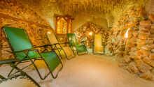 Slapp av i hotellets velvære-grotte