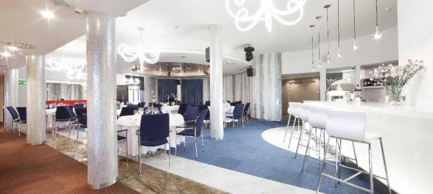 Hotellets restaurang Vanilla Sky serverar medelhavsinspirerad mat med en piff av polsk kryddning.