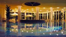 Njut i hotellets inomhuspoll, ångbastu, torrbastu eller boka massage.