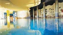 Hotellets 1.500 m² store wellness omfatter bl.a. indendørs swimmingpool, sauna og japansk aromabad