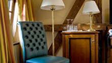 Rummen är klassiskt inredda i varma färger.