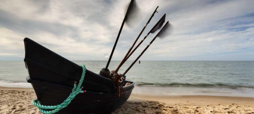 Dabki är en populär kurort nära till havet. Ta en promenad eller bada på den vackra stranden.