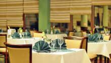 Spis en god middag i hotellets restaurant hvor dere kan velge imellom regionale og internasjonale retter.