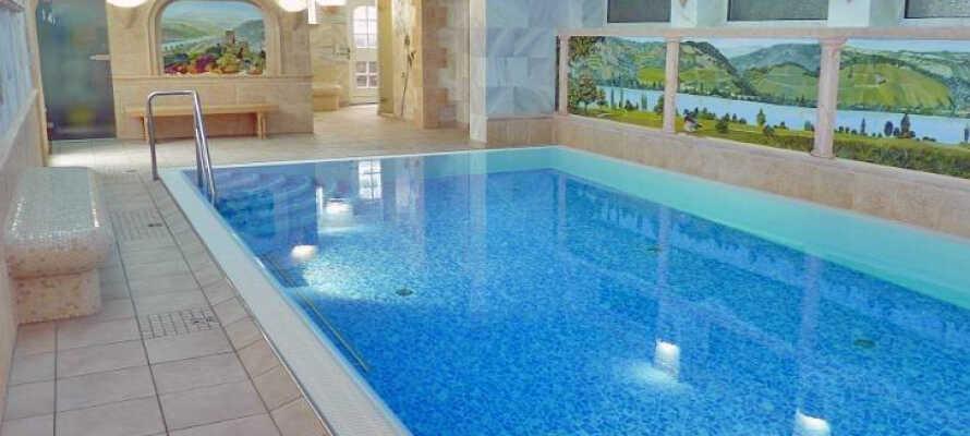 Hotellet tilbyder en mindre wellness-afdeling, hvor I bl.a. kan nyde en dukkert i den indendørs pool.