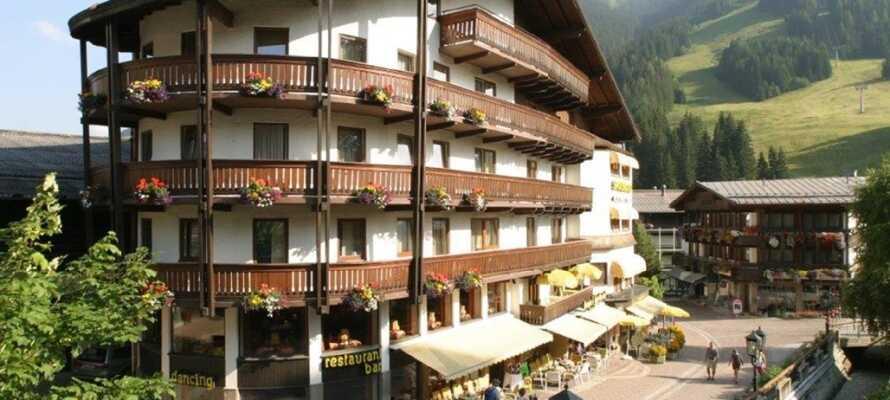 Hotellet ligger i naturskjønne omgivelser, som innbyr til aktiviteter og rekreasjon i det fri