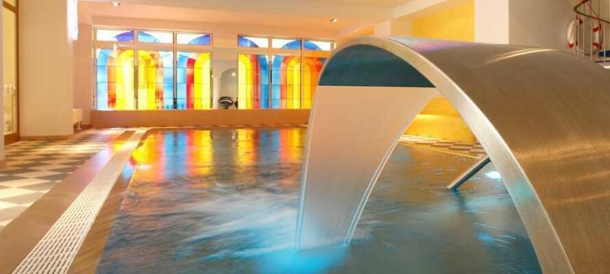 Hotellets wellness-afdeling har en lille pool, sauna og mulighed for behandlinger.