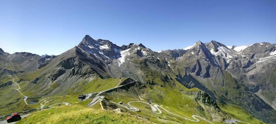 Om ni kör mot Fusch kan ni köra  Grossglockner Hochalpenstrasse och njuta av den fantastiska utsikten.