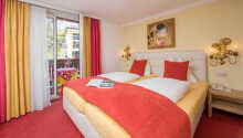 Exempel på ett av hotellets mysiga och hemtrevliga rum.
