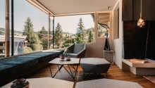 Hotellet ligger omgitt av imponerende fjelll, og kan tilby en perfekt blanding av avslapning og aktiviteter for hele familien.