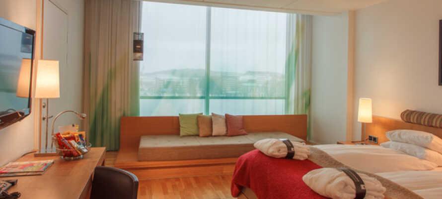På hotellet kan I nyde god mad og drikke, samt benytte jer af fitnessområdet og relaxafdelingen med sauna.