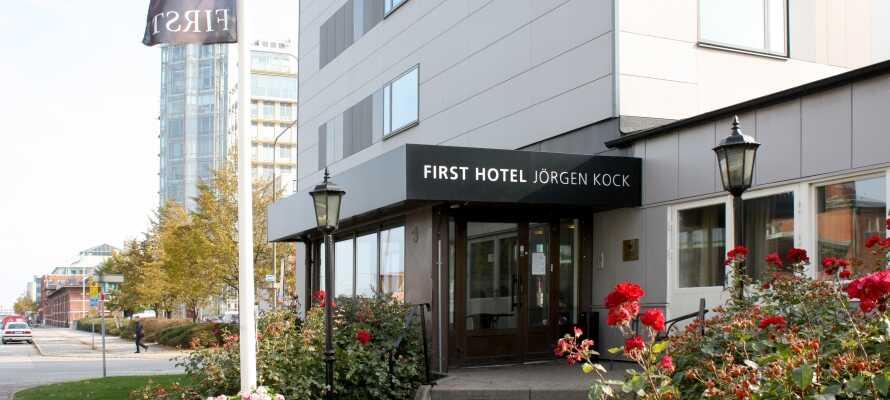 First Hotel Jörgen Kock är beläget mitt i Malmö, endast ett stenkast från centralstationen.