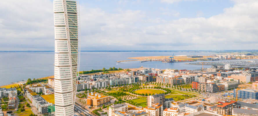 Malmö, som anses vara Skånes och södra Sveriges huvudstad, bjuder på massor av spännande sevärdheter.