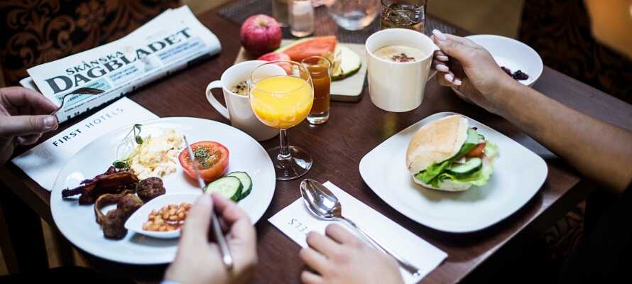 I får den perfekte start på dagen med hotellets lækre morgenbuffet, hvor der kan tankes energi op til dagens oplevelser.