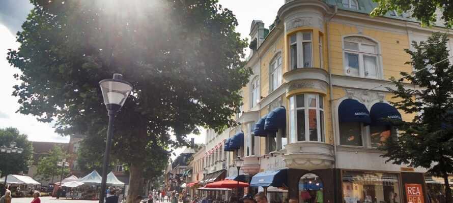 Kristianstad bietet Straßen mit Cafés, Einkaufsmöglichkeiten und guten Restaurants.