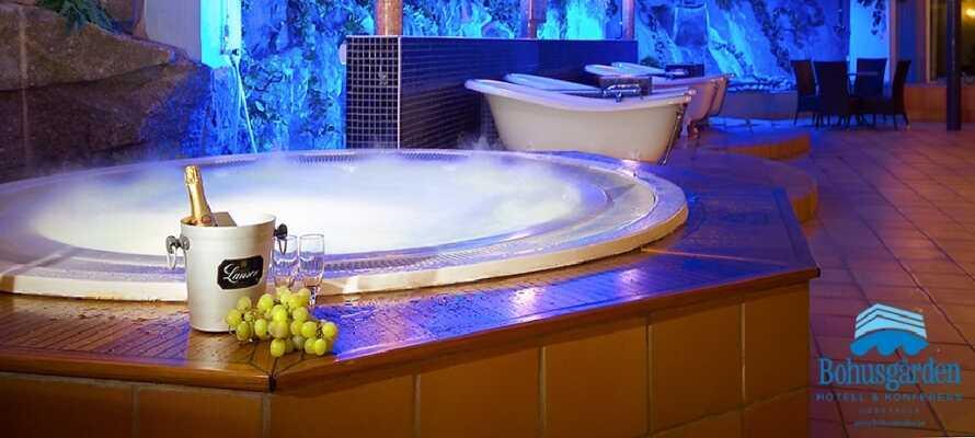 Hotellets innbydende spa-avdeling tilbyr svømmebasseng, boblebad, badstu, olje/urtebad og solterapi