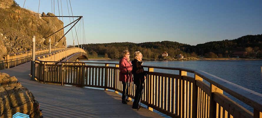 Gå en tur langs den vakre strandpromenaden til Uddevalla sentrum