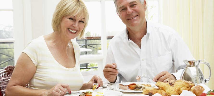 Hver morgen præsenterer hotellet en lækker morgenbuffet, som hævdes at være en af de bedste i Småland.