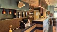 Det moderne hotel har en god atmosfære og en venlig betjening.