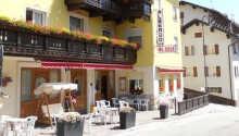 Hotel Al Sole ligger i det vidunderlige bjergområde Folgaria