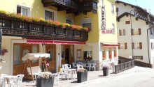 Das Hotel Al Sole liegt in der wunderschönen Bergregion Folgaria. Hier gibt es gute Möglichkeiten, einen aktiven Urlaub in der Natur  mit Entspannung am berühmten Gardasee zu kombinieren.