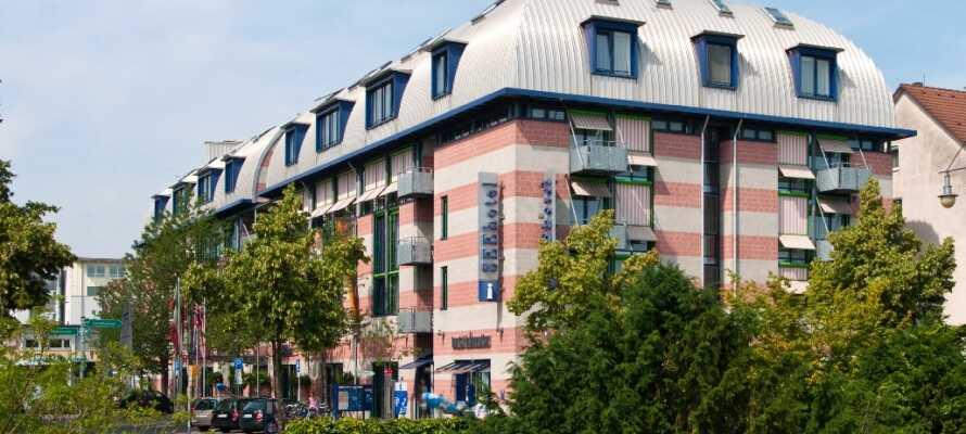 Det 4-stjernede Seehotel Friedrichshafen har en herlig beliggenhet ved sjøen og ligger ikke langt fra den hyggelige sjøpromenaden.