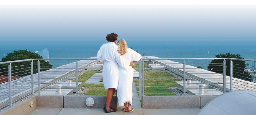 Hotellets lille velværeavdeling ligger i 5. etasje og har en fin takterrasse, hvor dere kan nyte utsikten utover innsjøen.