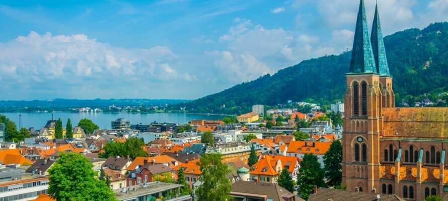 Den hyggelige by Bregenz har en fin beliggenhed ved Bodensee og byens små gader indbyder til en slentretur.