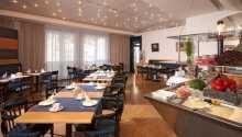 Hotellet har egen restaurant, som serverer en fin frokostbuffet.