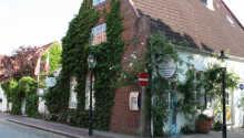 Hotel Herzog Friedrich ligger sentralt i byen Friedrichstadt.