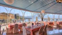 Hotellet ligger lige ved torvet i Riva del Garda