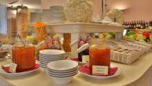 Beginnen Sie Ihren Tag mit einem traditionellen Frühstücksbuffet.