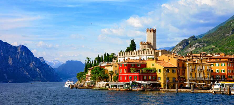 Tag på udlugt til en af de andre spændende byer ved Gardasøens bred, som f.eks. Malcesine, Gardola eller Trento.