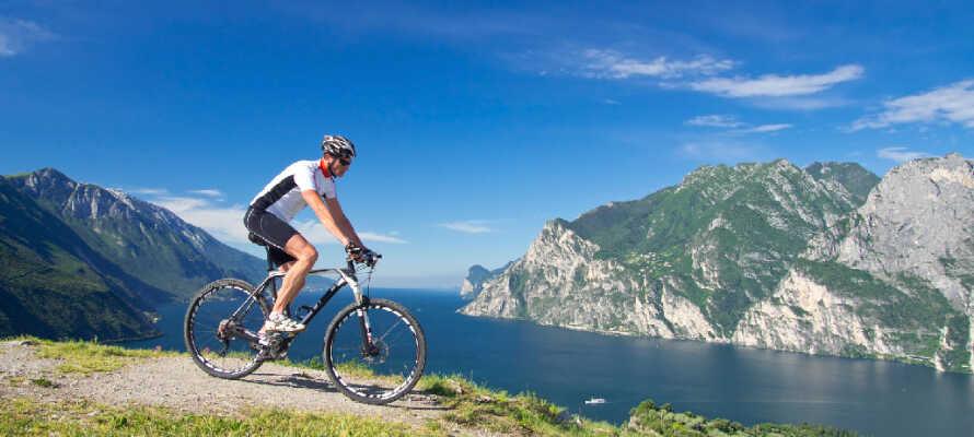 Der er mange cykelmuligheder ved Gardasøen. Nogle veje er mere avancerede og egner sig til erfarne mountainbikere.