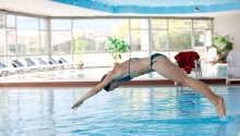 Hop en dejlig tur i swimmingpoolen