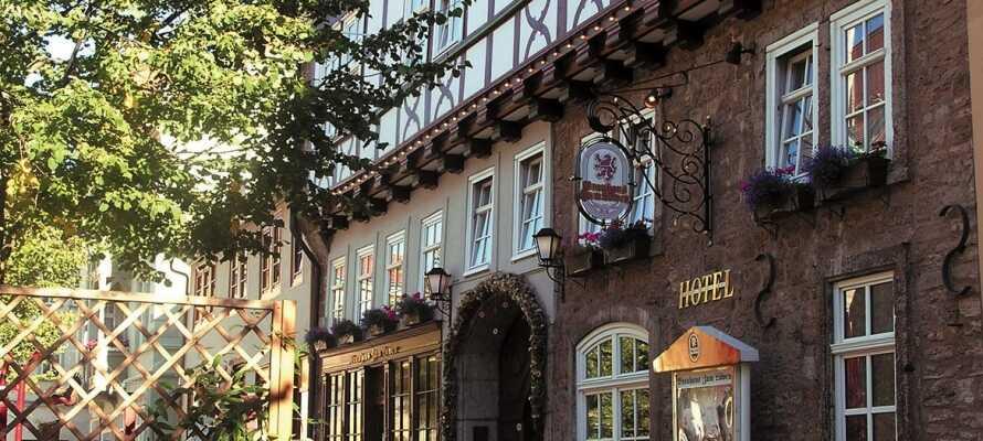 Det familiedrevne hotel Brauhaus zum Löwen ligger skønt i den historiske middelalderby, Mühlhausen, i hjertet af Tyskland