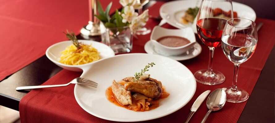 Hohem kulinarischen Niveau erwartet Sie im Hotelrestaurant.