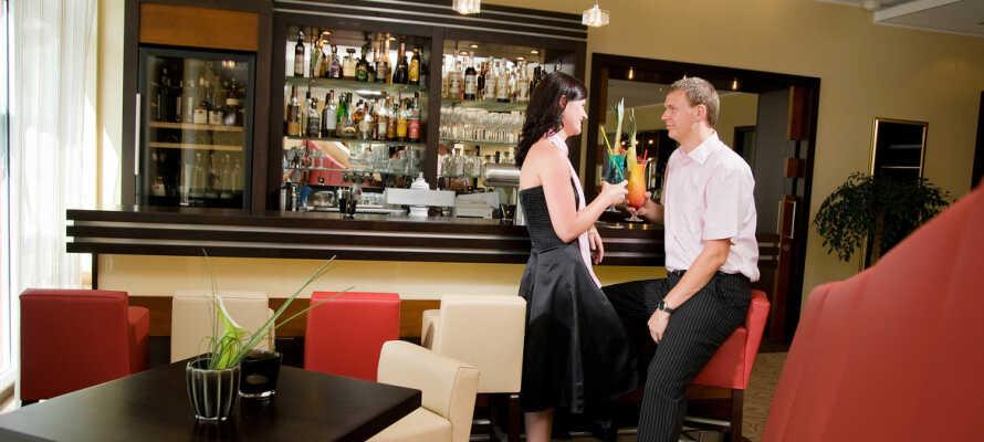 Hotellets hyggelige og stemningsfulle bar, er et perfekt sted å avrunde dagen med en drink.