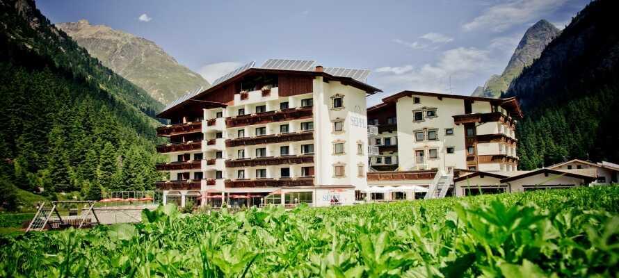 I bor midt i Tyrol, så I rigtig kan opleve det østrigske landskab.