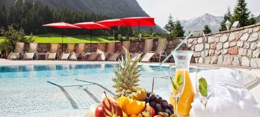 Hotellet har både inomhus- och utomhuspool så att ni kan ta ett dopp oavsett väder.