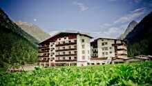 Hotellet ligger i naturskønne omgivelser i Tyrol