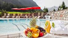 Nyd sommeren ved den udendørs pool