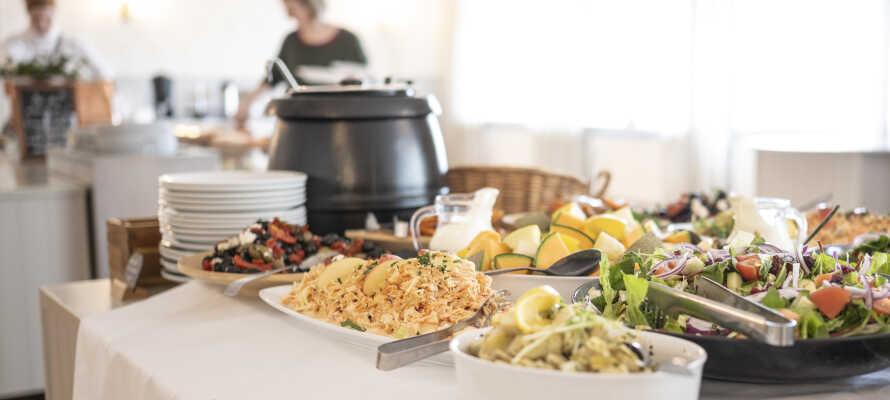 Opholdet inkluderer både morgenmad, eftermiddagskaffe og lækker aftensmad.
