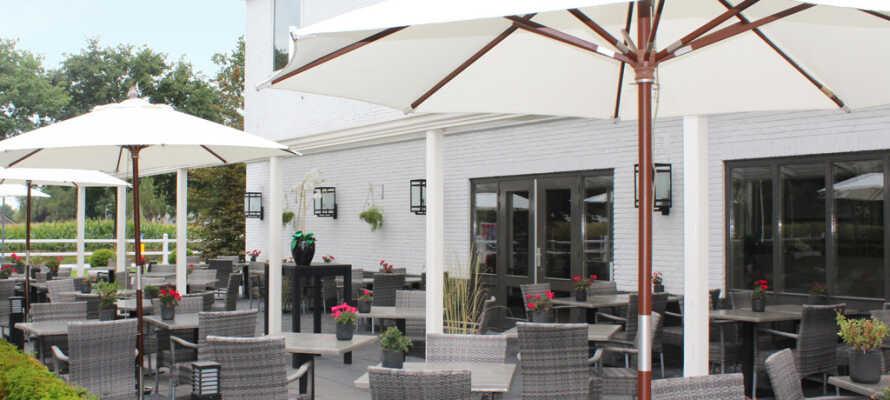 Når vejret er godt, kan I nyde jeres måltider eller eftermiddagskaffen på den dejlige terrasse.