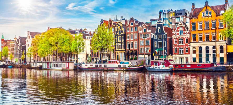 Den hollandske hovedstad, Amsterdam, ligger blot 48 km fra hotellet og er bestemt et besøg værd