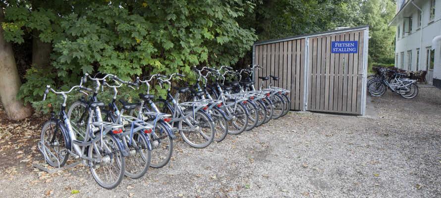 Lej en cykel eller e-cykel på hotellet og kom i gang med at udforske det dejlige område.